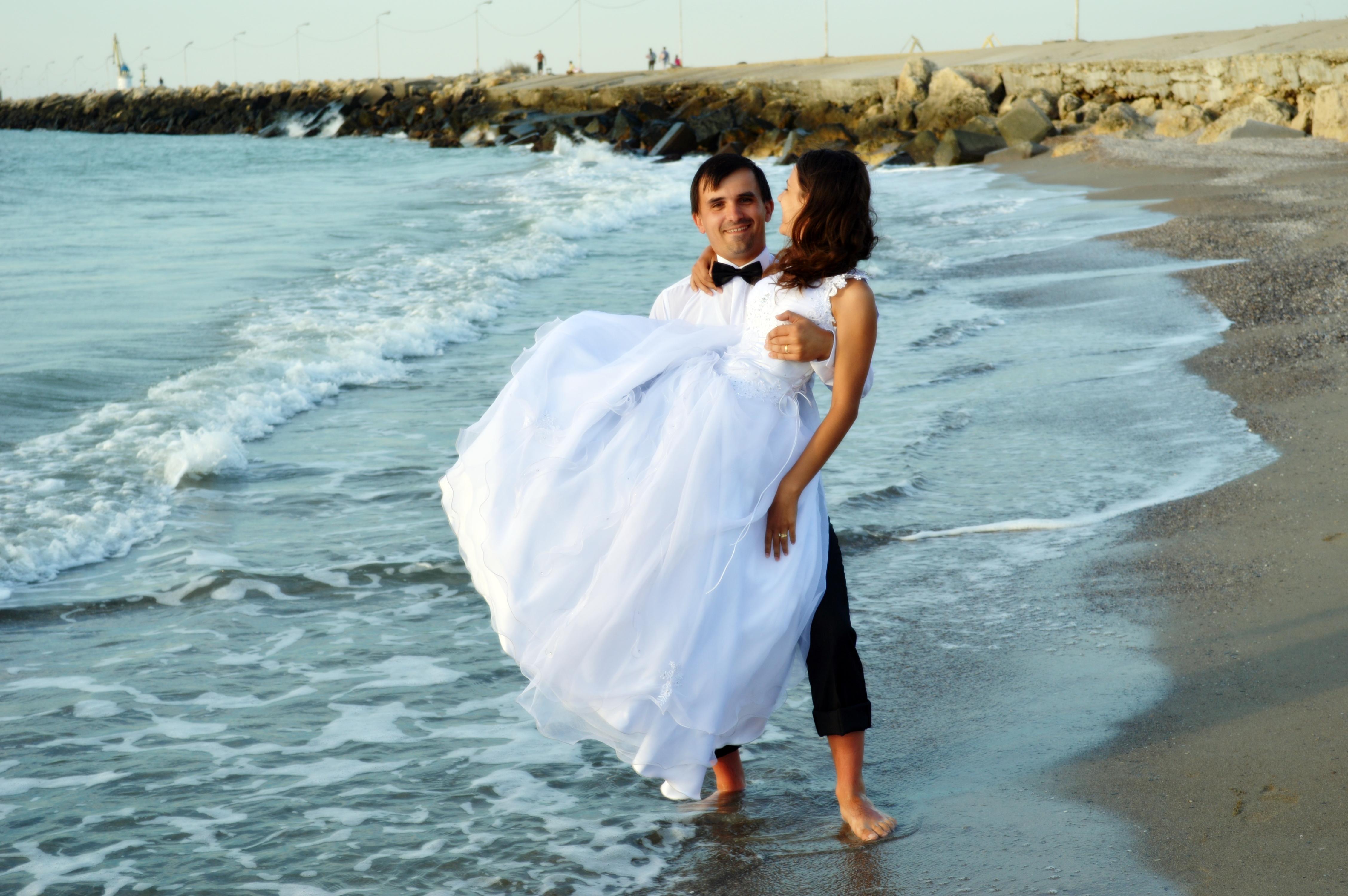 rochie de mireasa - mire si mireasa la mare anca si cristian balaban