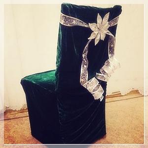 husa scaun de sarbatori verde brad si panglica argintie