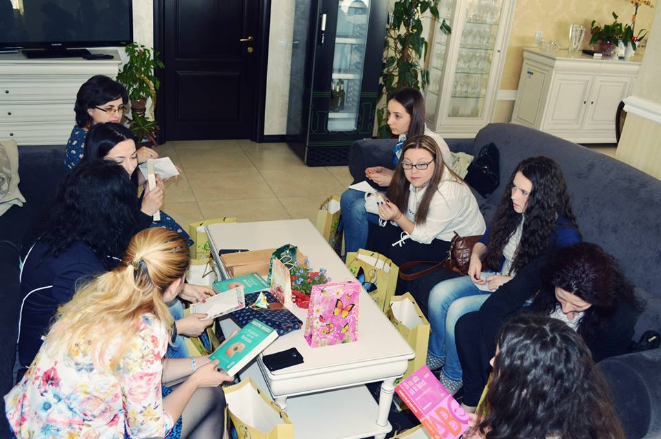 deschiderea cadourilor aniversarea blogului anca balaban